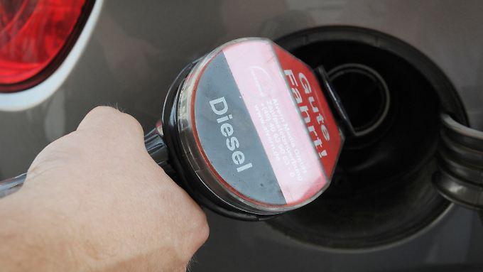 Wer viel fährt und die Umwelt schonen will, tankt Diesel. Aber ist das überhaupt noch richtig.