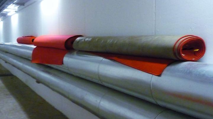 Der rote Teppich fristet ein recht unglamouröses Dasein.
