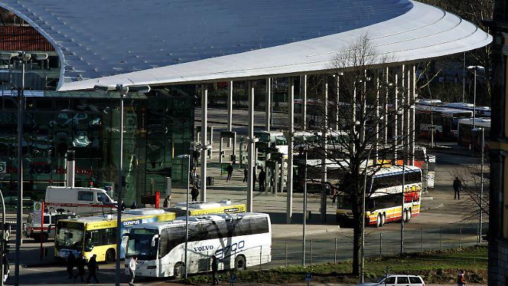 Der Hamburger ZOB (Zentraler Omnibusbahnhof) liegt direkt neben dem Hauptbahnhof.