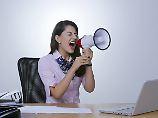 Streit um Berufskrankheit: Schwerhörig durch Büro-Lärm?