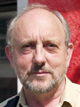 Gero Neugebauer lehrte bis 2006 Politikwissenschaften an der Freien Universität Berlin.