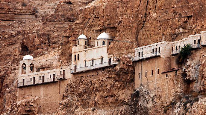 """Das Kloster Qarantal auf dem """"Berg der Versuchung"""" bei Jericho."""