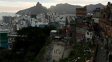 In einer Favela von Rio de janeiro soll eine 16-Jährige Opfer einer Gruppenvergewaltigung geworden sein.