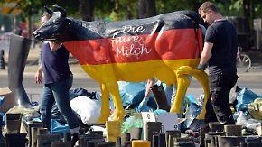 Milchgipfel in Berlin: Landwirtschaftsminister Schmidt verspricht Soforthilfen für Bauern