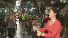 Schwingende Hüften in Hanoi: Verkäuferinnen machen Markthalle zum Fitness-Studio