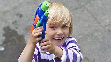Feuerwehr lobt schnelle Reaktion: Kinder löschen Brand mit Wasserpistolen