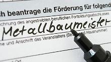 Meister-Bafög lohnt sich, um bestimmte Fortbildungen finanzieren zu können. Wer es rechtzeitig zum Beginn des Lehrgangs haben möchte, sollte drei bis vier Monate vorher den Antrag stellen.