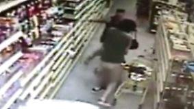 Gruselige Szenen im Supermarkt: Kidnapper ergreift 13-Jährige vor den Augen der Mutter