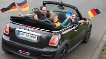 Freuen darf sich, wer ein Ticket zur Fußball EM in Frankreich hat. Aber auch dort gelten Verkehrsregeln und die weichen von den deutschen in Nuancen ab.
