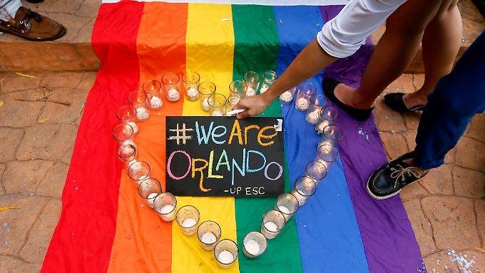 """""""Wir sind Orlando"""" erinnert an """"Wir sind Charlie"""" - aber sind die Taten vergleichbar?"""