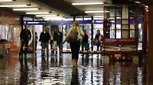 Der Frankfurter Südbahnhof stand teilweise unter Wasser.