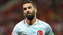 Ausgepfiffen von eigenen Fans: Terim und Calhanoglu verteidigen Turan