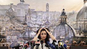 Wähler strafen Matteo Renzi ab: Virginia Raggi wird erste Bürgermeisterin von Rom