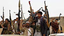 Huthi-Rebellen in der Hauptstadt Sanaa (Archivbild).