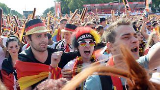 Autokorso und Fahnenmeer: Fans besingen und feiern Deutschlands 1:0-Erfolg
