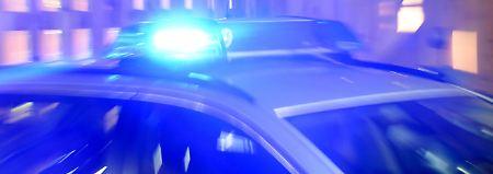 Schwer verletztes Kind auf Rückbank: Düsseldorfer fährt nach Unfall weiter