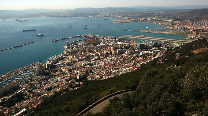 In Gibraltar leben gut 30.000 Menschen, das britische Überseegebiet ist der zweitwichtigste Arbeitgeber in der südspanischen Region Andalusien.