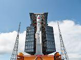 Langer Marsch 7 vor dem Start: Bis Sonntag soll die Rakete 13 Mal die Erde umkreisen.