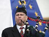 Dudelsackspieler vor Europaflagge: Die Schotten sind deutlich EU-affiner als ihre englischen Nachbarn.