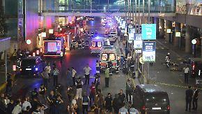 Mehr als 30 Tote: Attentäter schießen am Flughafen Istanbul wild um sich