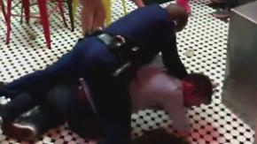 Übertrieben oder angemessen?: US-Polizist ringt Betrunkenen mit brutalem Wrestling-Wurf zu Boden