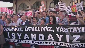 Flughafen-Angriff trifft Istanbul ins  Herz: Türken protestieren gegen den Terror und ihre Regierung
