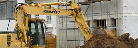 Haben Bauherren den Verdacht, dass die Baufirma vor einer Insolvenz steht, sollten sie eine Vertragsauflösung gut abwägen. Hohe Kosten können dabei entstehen. Foto: Arne Dedert