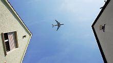 Mahnung von Umweltschützern: Bürger sollen auf Flugreisen verzichten