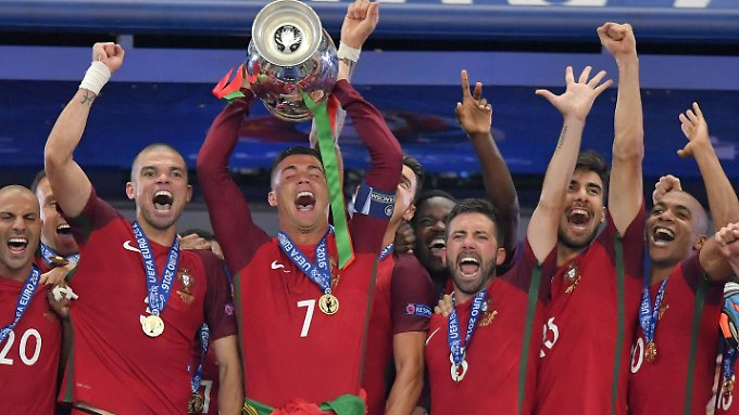 Franzosen tief enttäuscht: Verletzter CR7 und Portugal feiern EM-Sieg
