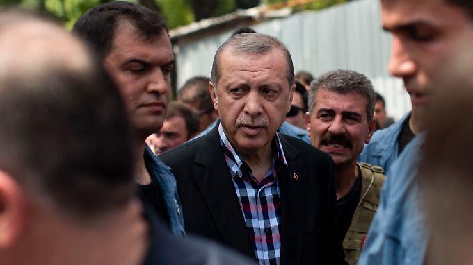 Der türkische Staatschef Recep Tayyip Erdogan war offenbar in größerer Gefahr als zunächst vermutet.