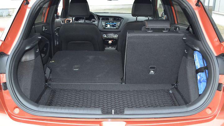 Mit 326 Litern liegt das Kofferraumvolumen des Hyundai i20 Active über dem Durchschnitt. Auf Wunsch wächst es - über eine kleine Kante - auf 1024 Liter.