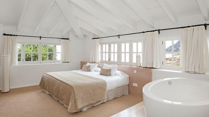 Großzügiges Zimmer mit Whirpool.