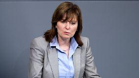 Erfundener Jura-Abschluss im Lebenslauf: SPD-Abgeordnete Hinz legt Bundestagsmandat nieder