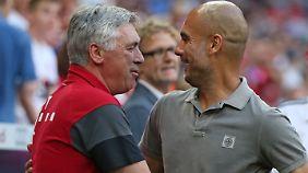 Vor dem Spiel gab es eine herzliche Umarmung der beiden Star-Trainer.