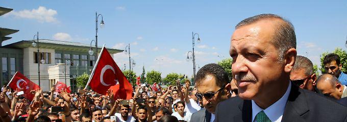 Putschauswirkungen in Deutschland: Özdemir: Rote Linien für Erdogan-Anhänger