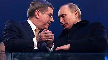 Die Männerfreundschaft von Thomas Bach (l.) und Wladimir Putin wirft einen dunklen Schatten auf die IOC-Entscheidung.