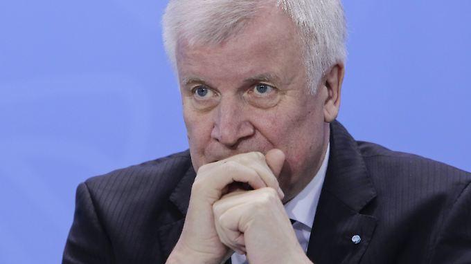 """Von Flüchtlingen verübte Anschläge: Seehofer will Abschiebung in Krisengebiete """"ernsthaft überlegen"""""""
