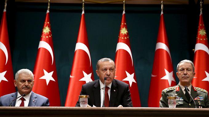 Die türkische Regierung geht nach dem Putschversuch mit aller Härte gegen die vermeintlichen Drahtzieher vor.