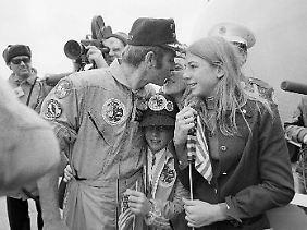 Astronaut Ronald Evans (hier nach der Landung von Apollo 17 im Dezember 1972) starb mit 56 Jahren an einem Herzinfarkt.