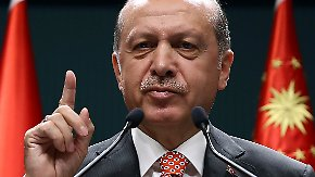 """Merkel: """"Verhältnismäßigkeit wahren"""": Türkei fordert von Deutschland Auslieferung von Gülen-Anhängern"""
