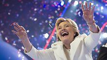 Winken für die Wähler: Die perfekt inszenierten Parteitage sorgen meist für Umfragehochs bei den Kandidaten - wie hier bei Clinton.