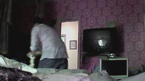 Aufnahmen aus Wohnung von Seniorin: Kameras halten Raubzug von Trickbetrügern fest