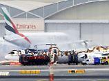 Der Brand hat das gesamte Dach der Boeing 777-300 zerfressen.