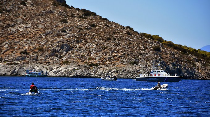Das Ausflugsboot wurde in zwei Hälften geteilt und sank sofort.