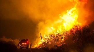 Feuer und Überschwemmungen in den USA: Naturkatastrophen bedrohen Hab und Gut von Zentausenden Menschen