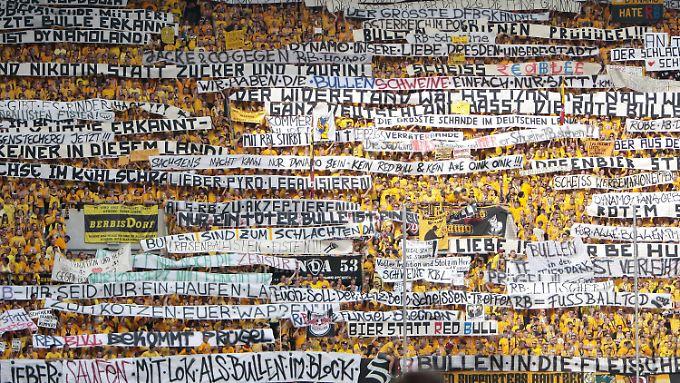 Klare Meinung zu RB Leipzig: Die Fans der SG Dynamo Dresden.