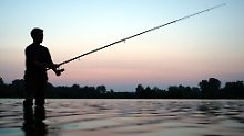 Badeunfall der anderen Art: Angler hat Nackten am Haken