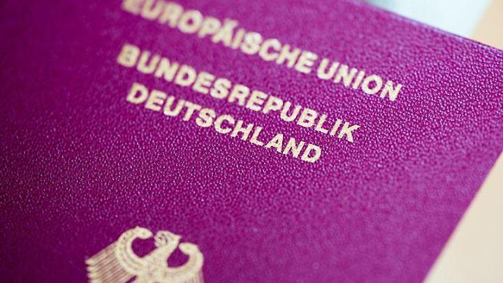Der Reisepass sollte am besten immer in einem guten Zustand sein.