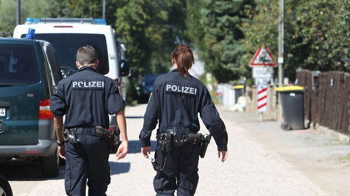 Mehrere Unterstützer des Reichsbürgers hatten zunächst Steine auf die Polizisten geworfen. Dann fielen Schüsse.