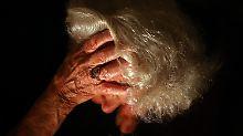 Ablagerungen im Gehirn verringert: Neue Alzheimer-Therapie macht Hoffnung
